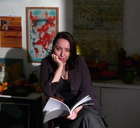 mAnca Mizumschi portret in atelier Murivale